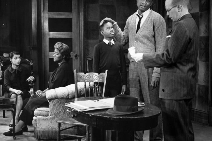 Social issues and injustice in the society in a raisin in the sun a play by lorraine hansberry